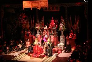 Nhận xét đặc điểm biến đổi ý thức của trạng thái lên đồng ở các lễ hội vùng Nam Định