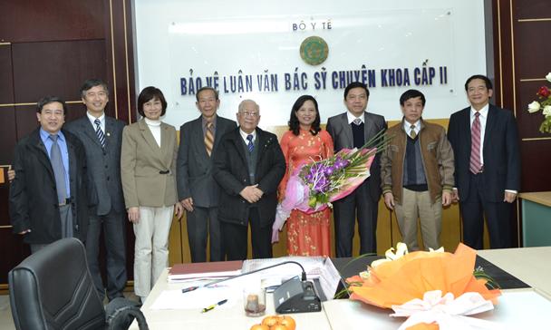 Hội đồng chấm luận văn tốt nghiệp và BS Trương Thanh Thủy