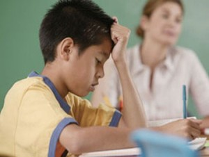 Trẻ nhận thức kém, có thể do động kinh cơn vắng ý thức